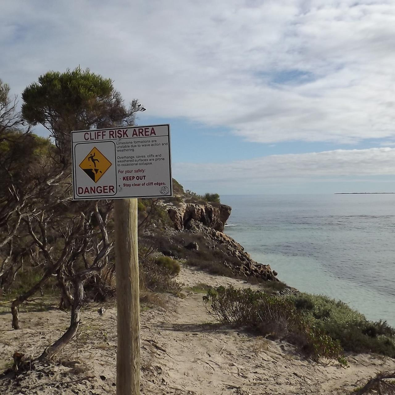 CLIFF RISK AREA SIGNAGE INSTALLED AT SANDY CAPE